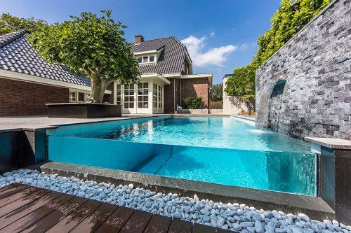 Limpeza de piscinas em condomínios